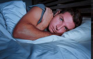מהם הגורמים המשפיעים על בעיות שינה